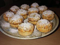 """Νόστιμη συνταγή μαγειρικής από """"Litsa Simoni - Μπαχάρι και κανέλα."""" ΥΛΙΚΑ 125 γρ βούτυρο σε θερμοκρασία δωματίου 2 αυγά 170 γρ. καστανή ζαχαρη 300 γρ.αλεύρι γοχ. 2 κουταλάκια μπεικιν 125 γρ. γάλα Ξύσμα από ένα λεμόνι Κανέλλα 2 μήλα κομμένα μικρά κομματάκια Spinach Cake, Macaron Recipe, Apple Cake, Party Desserts, Macarons, Muffins, Food And Drink, Sweets, Eat"""
