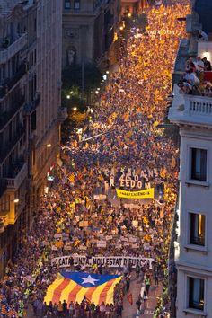 Jordi Borràs — Fotografia • Manifestació de l'ANC. 11 de setembre,Barcelona,... Eurotrip, Barcelona City, Catalan Independence, Balearic Islands, Majorca, Historical Pictures, Best Cities, Home And Away, Ibiza