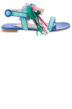 15 fashionable flat sandals perfect for summer. Shop them all now: