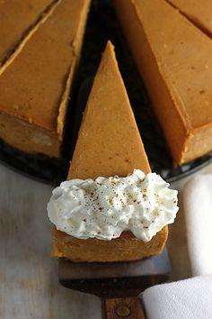 Creamy Greek Yogurt Pumpkin Pie Cheesecake // Gâteau au fromage crémeux au yogourt grec et à la citrouille