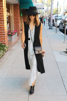 Jessica Alba from The Big Picture: Today's Hot Pics Boho chic! The fashionista looks trendy while making her way through Beverly Hills. Boho Work Outfit, Hot Day Outfit, Boho Outfits, Black Outfits, Jessica Alba, Elle Fashion, Work Fashion, Fashion Black, Fashion Ideas