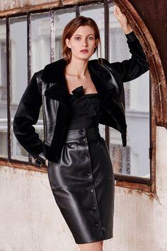 Paule Ka Pre-Fall 2019 Fashion Show Collection: See the complete Paule Ka Pre-Fall 2019 collection. Look 26 Dark Fashion, Leather Fashion, Curvy Fashion, Fall Fashion Trends, Autumn Fashion, Fashion Bloggers, Paule Ka, Fetish Fashion, Leather Dresses