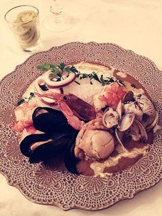 魚介の旨味がいっぱい꒰//ॢ/▿///ॢ꒱ シーフードカレーは他のカレーと違ってひとつの鍋ではできないので、少し手が掛かりますがその分おいしいです♡ このカレーを作ってるといつもシノワ(こし器)が欲しくなります〜 付け合わせは去年漬けた青トマトのピクルス♪漬けたてより味がなじんでおいしいですᵅั◡-ॢ)✧˖° - 174件のもぐもぐ - シーフードカレー♡♡ by ayamaison