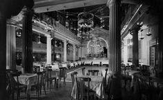 Interior del cabaret La Buena Sombra, al carrer Gínjol de Barcelona.