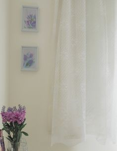 DIY decorative frames - romantic decor   See here: http://customizando.net/diy-decorar-o-quarto-com-quadrinhos/