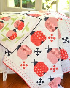 Ladybugs quilt pattern by Fig Tree & Co. Quilt Baby, Baby Quilt Patterns, Baby Girl Quilts, Girls Quilts, Block Patterns, Easy Quilt Patterns Free, Midnight Quilt Show, Charm Pack Quilts, Summer Quilts