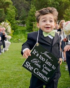 We bet it would be such a L-O-L moment when a page boy enters the ceremony running with a written board like this! A nice idea for couples who want to embrace their playful and humorous side, we bet it will totally make your guests burst into laughter. Isn't this just the cutest? Tag your friends and share the cuteness!