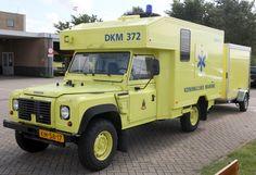 //Land_Rover_Defender_ambulance