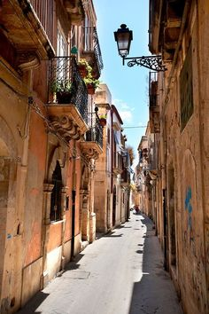 Narrow street of Syracuse (Siracusa), Sicily