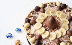 2WMN: ,,Een kwarktaart met chocolade en banaan, dat leek me een bijzonder lekkere combinatie. Ik maakte een heerlijke kwarktaart voor een bijzondere gelegenheid of voor het Paasweekend.'' Good Mood, Oatmeal, Banana, Easter, Cupcakes, Breakfast, Desserts, Recipes, Food