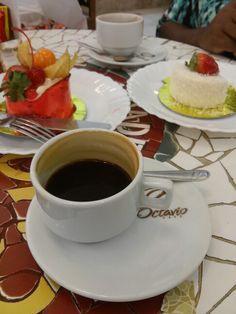 Cafezinho com torta na confeitaria Manon Centro do Rio de Janeiro. Exelente