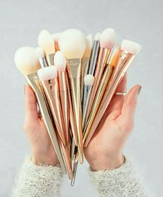 Rose gold for life!!!! #rosegold #cool #brushes