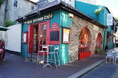 Kinsale, Cork - Ireland (Kinsale, İrlanda)  A colourful cafe in a very colourful city. Love this! Kinsale, Ireland.