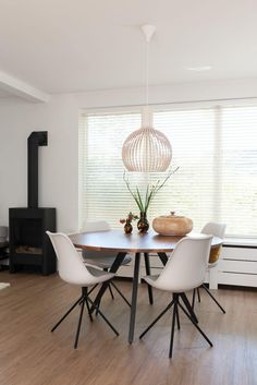www.lifs.nl #lifs #interior #interiordesign #interieuradvies #ontwerp #3D #kleuradvies #lichtplan Decor, Table, Chair, Furniture, Bungalow, Interior Design, Home Decor, Dining, Dining Table