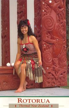 Maori traditional clothing, New Zealand Photo: from Sally This Photo was uploaded by Coconut Bra, Maori Tribe, Maori Patterns, International Clothing, Polynesian Culture, Thinking Day, Folk Costume, Dance Outfits, People Around The World