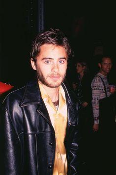 Pin for Later: Retour Sur L'évolution de la Crinière de Jared Leto 1995 Sur cette photo, Jared ressemble beaucoup à Jordan Catalano, non?
