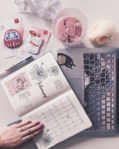 8 fascinantes ideas con las que conseguirás un bullet journal perfecto National Boyfriend Day, Mode Kawaii, Catty Noir, Otaku Room, Estilo Blogger, Kawaii Room, Gamer Room, Aesthetic Rooms, Study Motivation