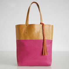 Argh! Dying for one of these two-toned totes from Roots and can't find them ANYWHERE in stores or on Roots' website. Killing me.