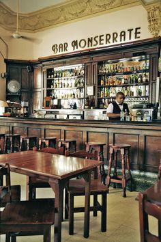 A great location in Old Havana - Bar Monserrate