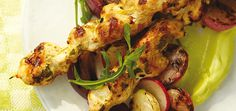Ricardo& recipe : Spiced Chicken Skewers on Avocado Purée Pureed Food Recipes, Indian Food Recipes, Cooking Recipes, Yummy Recipes, Dinner Recipes, Bbq Skewers, Chicken Skewers, Kabobs, Chicken Spices