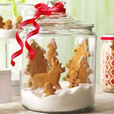 Gingerbread Snow Globe Recipe -I make a big batch of these gingerbreads every Christmas to give to co-workers and family. For a festive decoration, arrange cookies in a large clear jar to look like a snow globe. Noel Christmas, Christmas Treats, Christmas Baking, Christmas Videos, Christmas 2017, Whipped Shortbread Cookies, Spritz Cookies, Sugar Cookies, Best Christmas Cookie Recipe