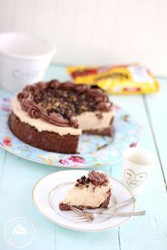 cappuccino-fudge kakku Finnish Recipes, Latte Macchiato, Cookie Crumbs, Sandwich Cookies, Serving Platters, Cheesecake Recipes, Toffee, Fudge