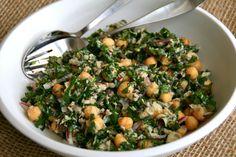 Lemony Garbanzo Kale Salad with Tuna -- no-cook, main-dish salad. Recipe: http://www.shockinglydelicious.com/lemony-garbanzo-kale-salad-with-tuna-for-sundaysupper/