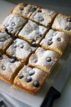 Keväiset sitruuna-mustikkaruudut - Lunni leipoo Dessert Bars, Dessert Recipes, Ice Cream Pies, Sweet Pie, Food And Drink, Cooking Recipes, Favorite Recipes, Sweets, Snacks