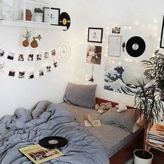 Room Inspo The Basics of Aesthetic Room Bedrooms The Basics Of Aesthetic Room Bedr Dream Rooms, Dream Bedroom, Master Bedroom, Girls Bedroom, Warm Bedroom, Girl Room, Cute Room Ideas, Wall Ideas, Doorm Room Ideas