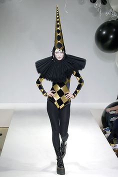 Gareth Pugh Fall 2006 RTW.                                                                                                                                                                                 More