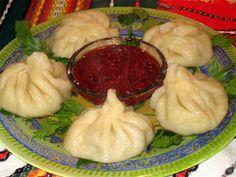 Традиционные Хинкали Хинкали (груз. ხინკალი, азерб. xingal, арм. Խինկալի) действительно имеет много общего с пельменями, а также с другими блюдами, например с украинскими варениками. Суть —...