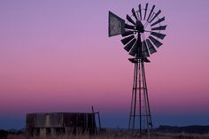 A windmill stands hauntingly in the evening light in the Central Karoo. The Central Karoo is a place to unwind and relax and is easily accessible from Cape Town or Johannesburg. Windmill Decor, Old Windmills, Beaches In The World, Old Barns, Pictures To Paint, Landscape Photos, South Africa, Tourism, National Parks