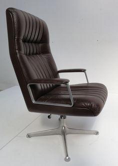 Osvaldo Borsani; Leather and Aluminum Executive Chair for Tecno, 1970s.