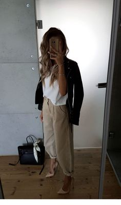 Beige Outfit Summer Classy & Beige Outfit Summer - The Effective Pictures We Offer You About diy clothes A quality picture can tell you many things. Fall Office Outfits, Business Casual Outfits For Work, Fashion 2020, Look Fashion, Autumn Fashion, Fashion Design, Classy Fashion, Petite Fashion, Casual Summer Fashion