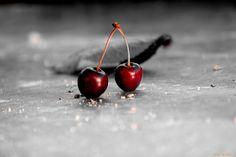 Burbujas... Como dos frágiles burbujas que al mirarse se sonrojan y se unen en un dulce beso.. #fotografia #frutas