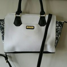 """MARC FISHER SATCHEL BAG ZIP CLOSURE, WHITE  BLACK &CAMOUFLAGE, DOUBLE HANDLES 5""""DROOP, SHOULDER HANDLE  DETACHABLE, INTERIOR  ZIP POCKET, 2 SLIP POCKETS,  SCUFFING MARKS ON OUT SIDE OF BAG, SOLD AS IS, NO TRADES,  UPC# 887986024370. Marc Fisher Bags Satchels"""