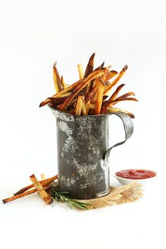 THE CRISPIEST Oven Baked Matchstick Fries with Garlic! Simple, fast and SO ridiculously crispy and SO delicious #vegan #glutenfree