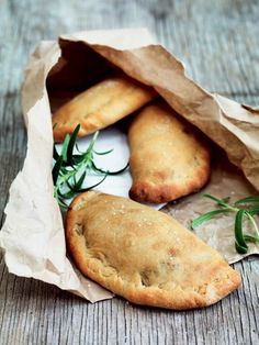 4 perfekte picnic opskrifter, lige til kurven! Empanadas, Samosas, Tapas, Vegetarian Recipes, Cooking Recipes, Brunch, Good Food, Yummy Food, Danish Food