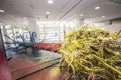 """Exposição """"Sticks in a shop"""", da artista alemã Katharina Grosse, fica em cartaz no Centro Cultural Sistema Fiep até 27 de outubro. Entrada é gratuita. Katharina promove diálogo entre sua interpretação de brasilidade e suas práticas artísticas. Abstrai características brasileiras em traços, cores, formas e materiais. Mostra faz parte da Bienal Internacional de Curitiba 2013....<br /><a class=""""more-link""""…"""