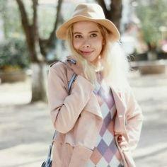 #MundoBlogger  • Un unicornio de la moda: Paulina de Oh my Dior (MÉXICO) •   Hoy viajamos hasta México para descubrir diseñadores, tendencias y la historia detrás de uno de los #fashionblogs más influyentes de Latinoamérica. Con un estilo cercano a lo onírico, Paulina nos invita a divertirnos con la moda. ¿Quieren conocerla? Lean nuestro último post en www.chicasguapas.tv   Xx, CG  #FashionBlogger #OhMyDior #Latinoamérica #ItGirl #Influencer