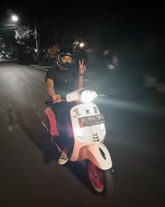 Vespa Motorcycle, Bike, Boy Pictures, Tumblr Boys, Boyfriend Material, Cute Boys, Ulzzang, Guys, Couples