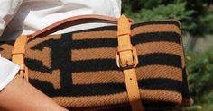 Ü 50: Ü50 - Die Dame hat keine Tasche dabei und trägt tr...