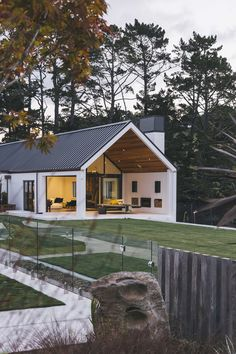 Dave Blanchard House Photos by Duncan Innes Photography Modern Barn, Modern Farmhouse, Future House, My House, Shed Homes, House Goals, Cabana, Home Fashion, Exterior Design