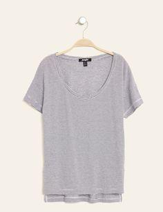 Tee-shirt fentes côtés rayé blanc et noir - http://www.jennyfer.com/fr-fr/vetements/tops-et-tee-shirts/tee-shirt-fentes-cotes-raye-blanc-et-noir-10008702069.html