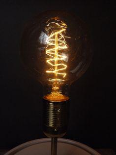 une cr ation de mon ampoule vintage et une ampoule led d corative lili marl ne ampoules. Black Bedroom Furniture Sets. Home Design Ideas