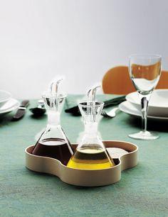 Set olio e aceto in vetro MARQUINA 1961 by Mobles 114 design Rafael Marquina Kitchen Dishes, Kitchen Items, Diy Kitchen, Kitchen Tools, Olive Oil Container, Olive Oil Dispenser, Pots, Olive Oil And Vinegar, Spanish Design