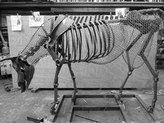 Squelette de vache en acier, prévu pour un modelage en beurre.