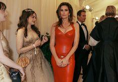 8b4808dec Cindy Crawford in Versace Met Gala Red Carpet