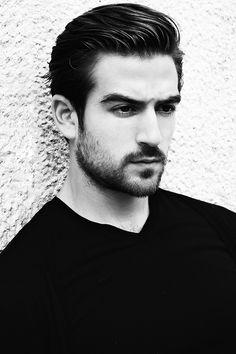 Le portrait en noir & blanc de Jacob Burton