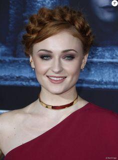 Sophie Turner - Célébrités lors de la première de la saison 6 de Game Of Thrones à Hollywood le 10 Avril 2016.